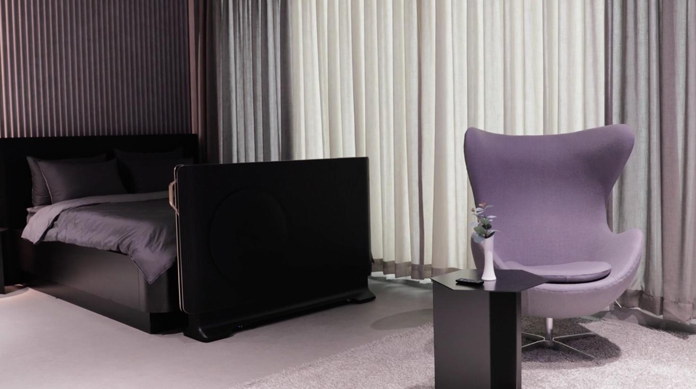 Le nouveau téléviseur OLED transparent de LG s'intègre au bout du lit