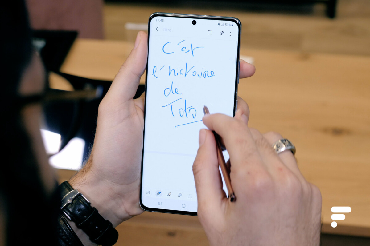 S Pen stylus on Samsung Galaxy S21 Ultra