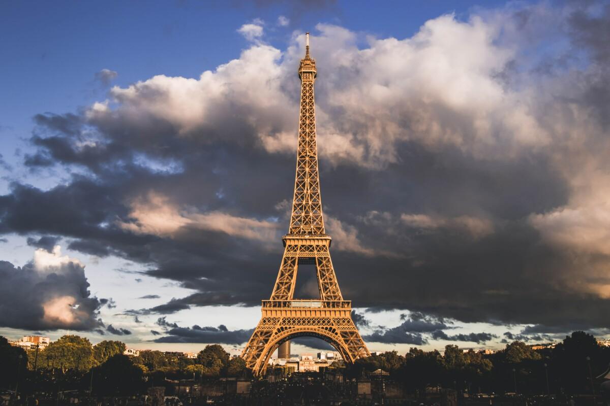 La Tour Eiffel n'est pas une antenne 5G mais c'est bel et bien une des plus grandes antennes en France