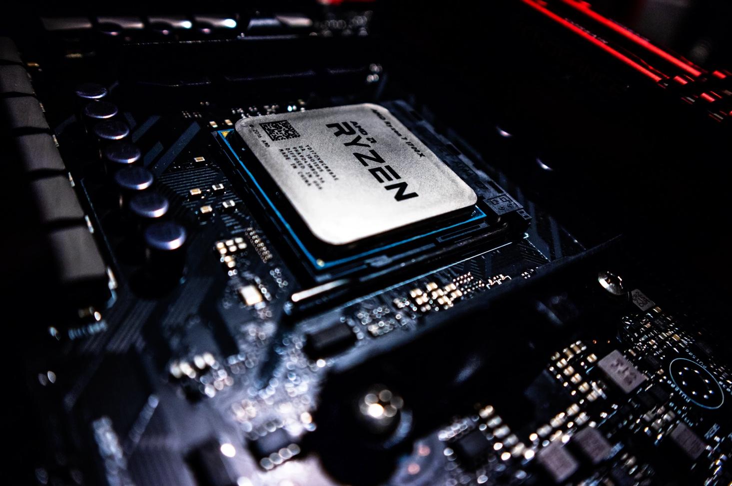 Ici un processeur AMD Ryzen 7 sur son socket, pour illustration
