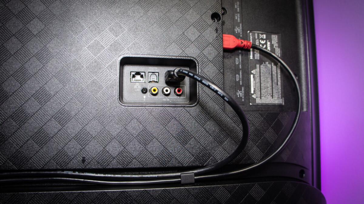 Avec seulement 2câbles HDMI, la «goulotte» est pleine.