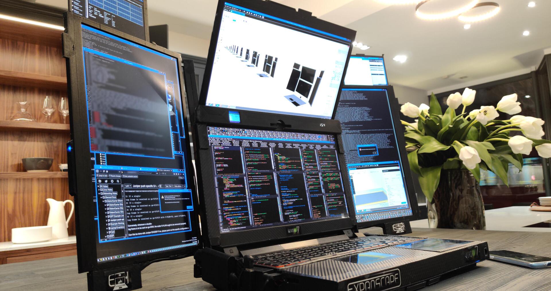 Voici le Expanscape Aurora7 , un monstre équipé de sept écrans dépliables et dont l'autonomie ne dépasse pas une heure