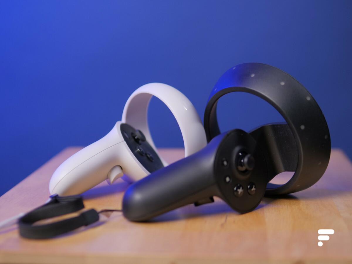 Une manette Oculus Touch à gauche, et celle du ReverbG2 à droite