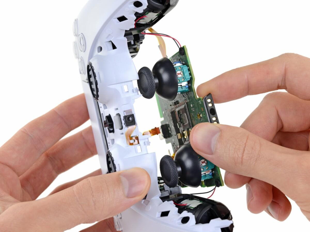 Désossage de la manette DualSense par iFixit