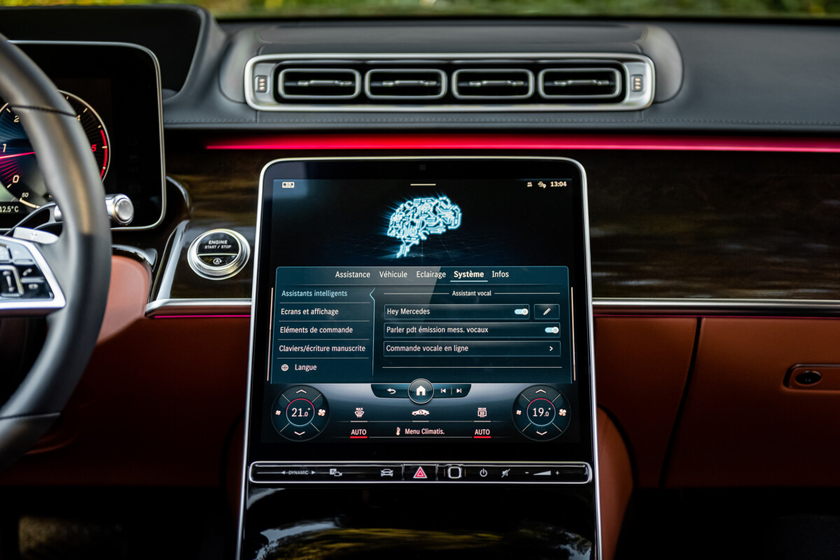 Voice control can be deactivated via the central display