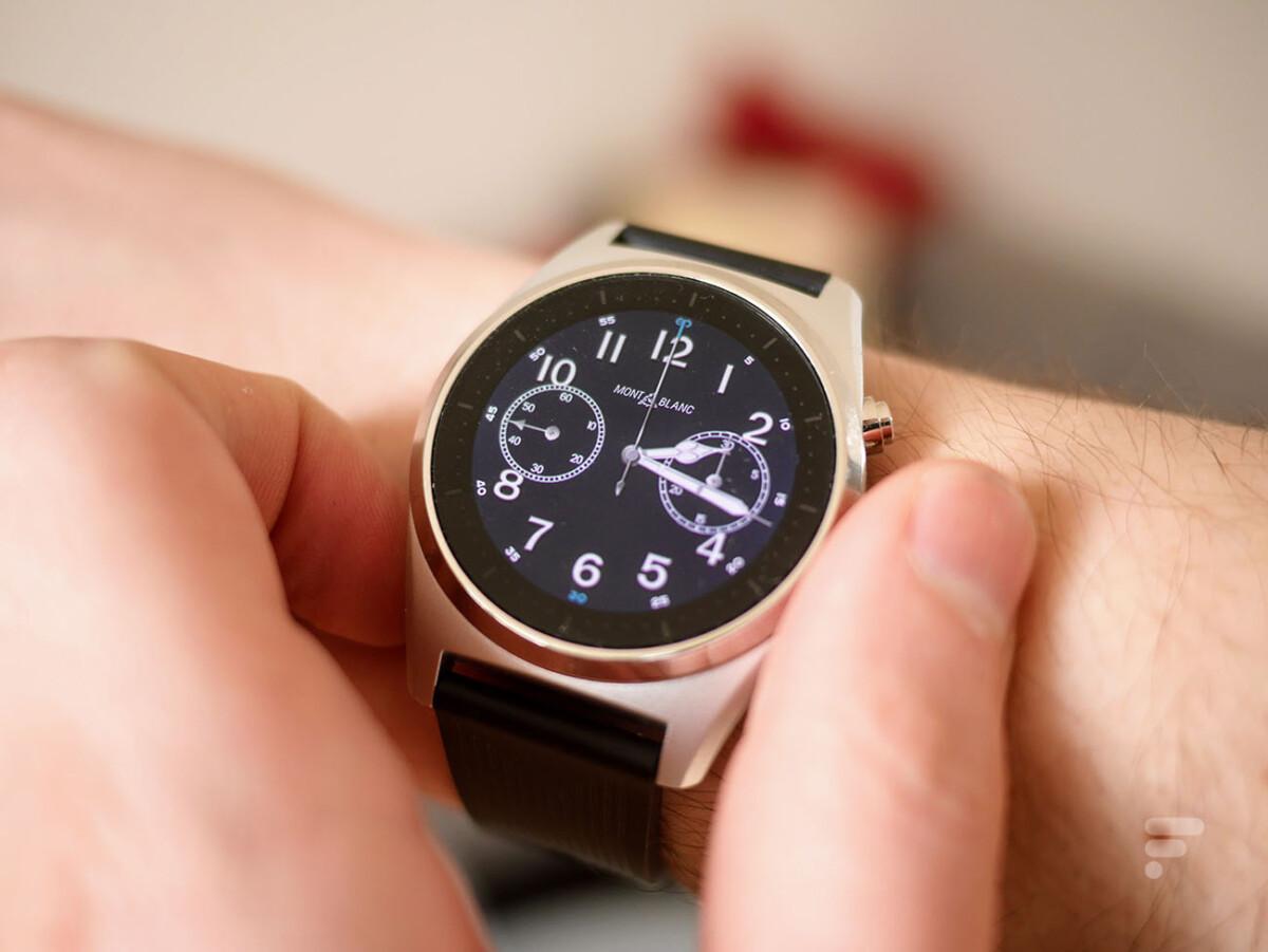 La montre connectée MontBlanc Summit Lite