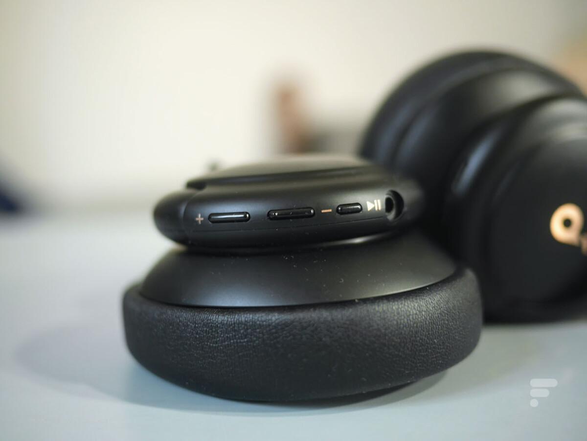 Les contrôles de lecture du casque Soundcore Life Q30 d'Anker