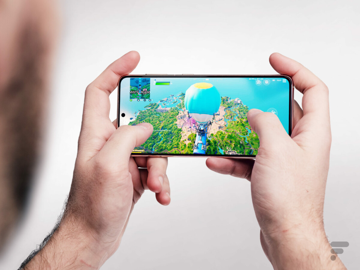 On Fortnite, we take advantage of the vivid screen of the Galaxy S21