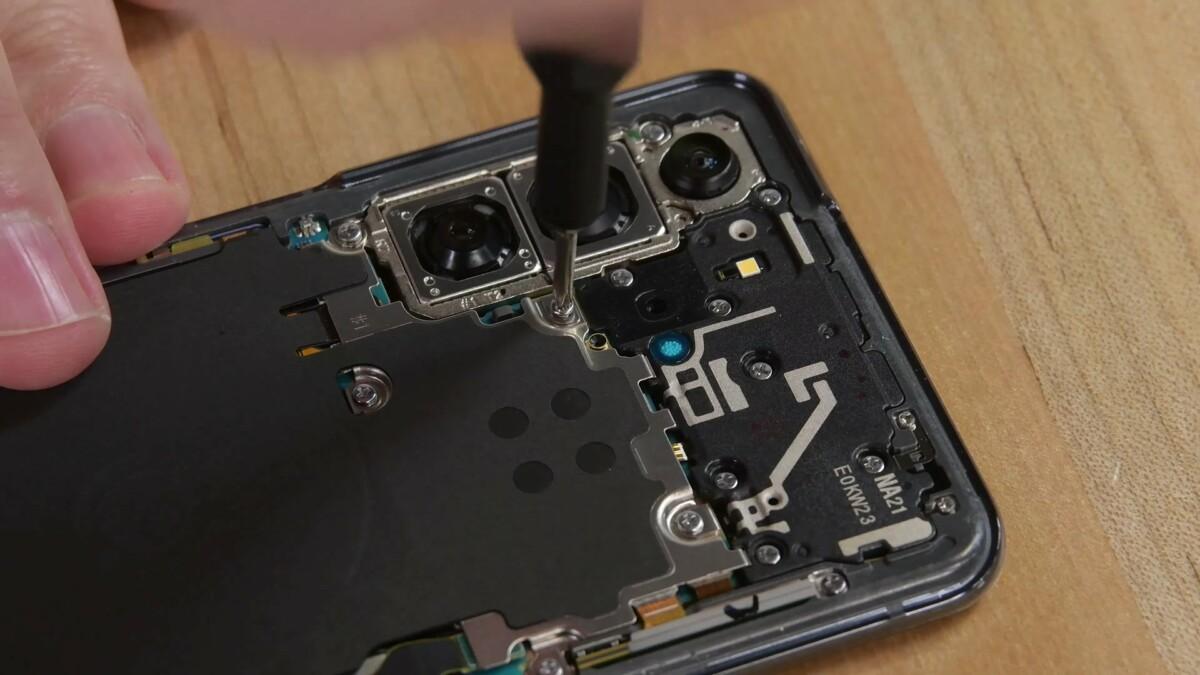 Démontage du Samsung Galaxy S21 par iFixit
