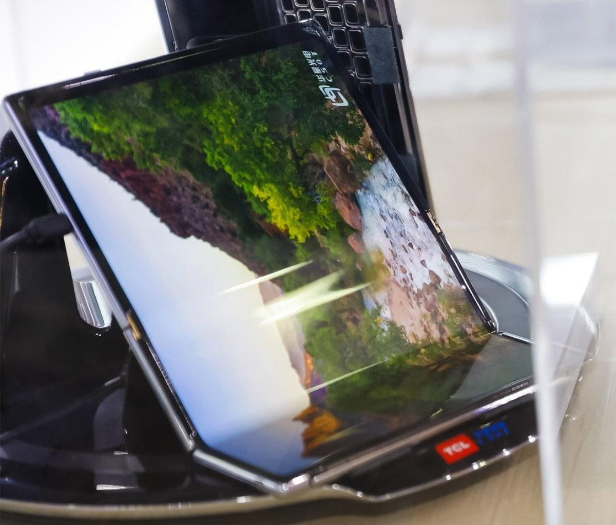Concept de TCL pour une tablette pliable