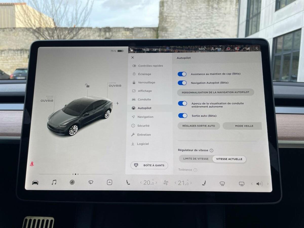 Les différentes fonctionnalités de l'option Autopilot Amélioré sont disponibles