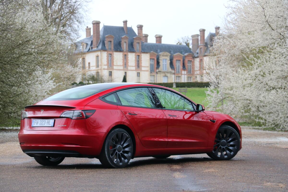 Les jantes 20 pouces de la Tesla Model 3 Performance