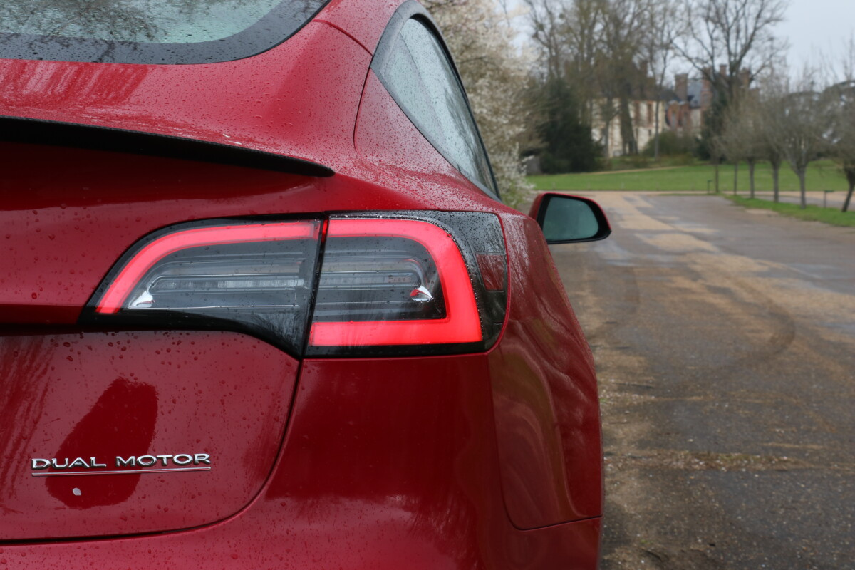 Toutes les voitures, y compris les voitures électriques comme les Tesla peuvent bénéficier du diagnostic gratuit d'AD.fr.