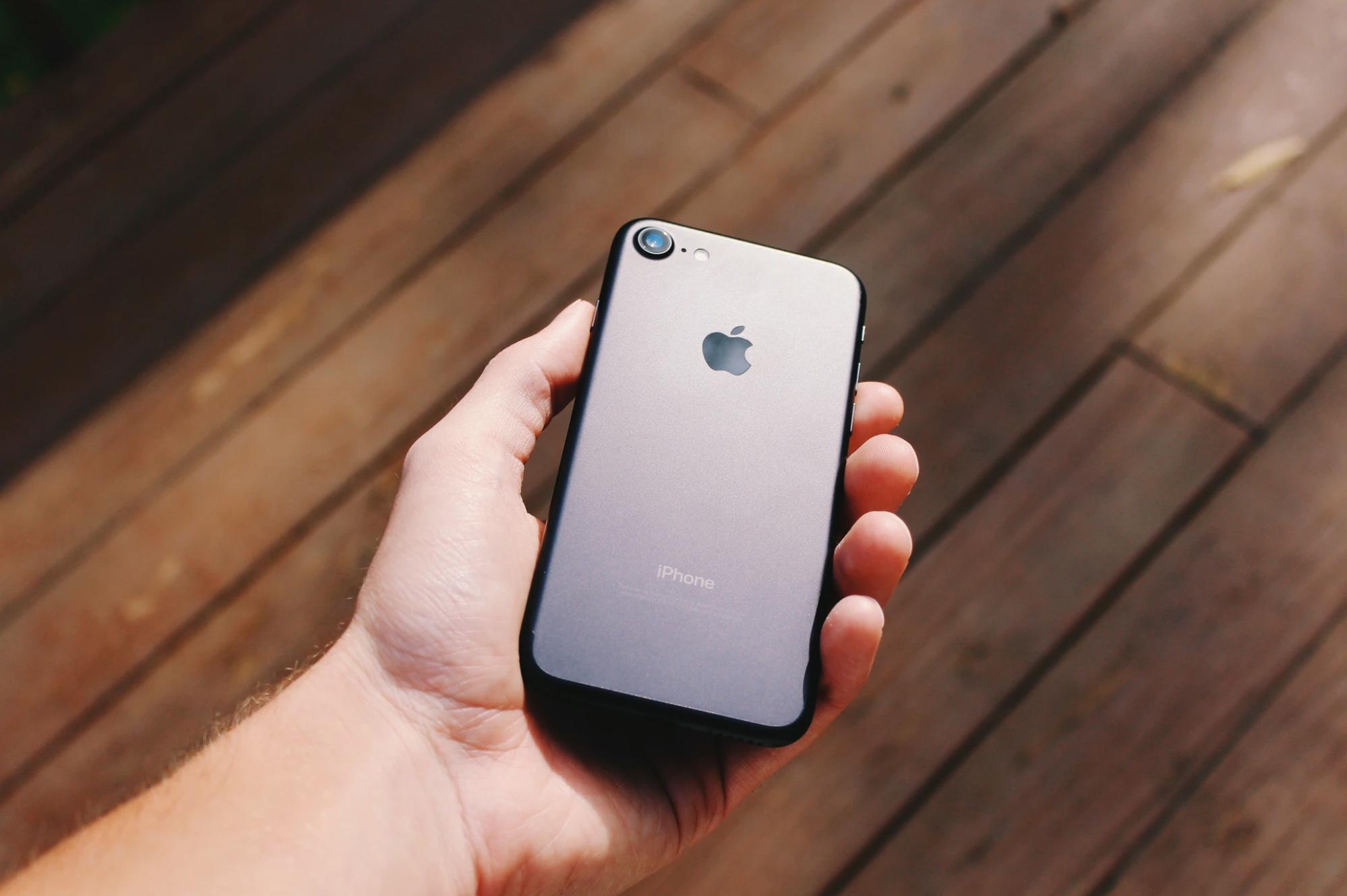 Ici un iPhone 8, lancé en 2017, pour illustration
