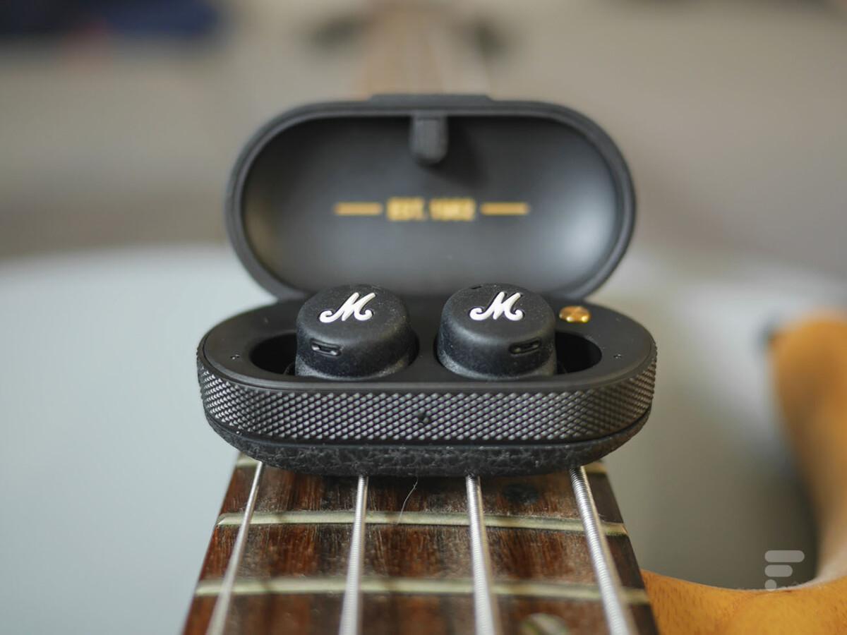 Le boîtier des écouteurs Marshall Mode II