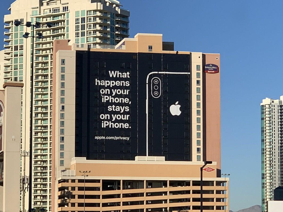 Affiche publicitaire d'Apple à Las Vegas lors du CES 2019