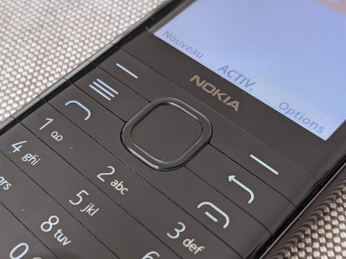 Les touches hautes et le bouton multidirectionnel du Nokia8000