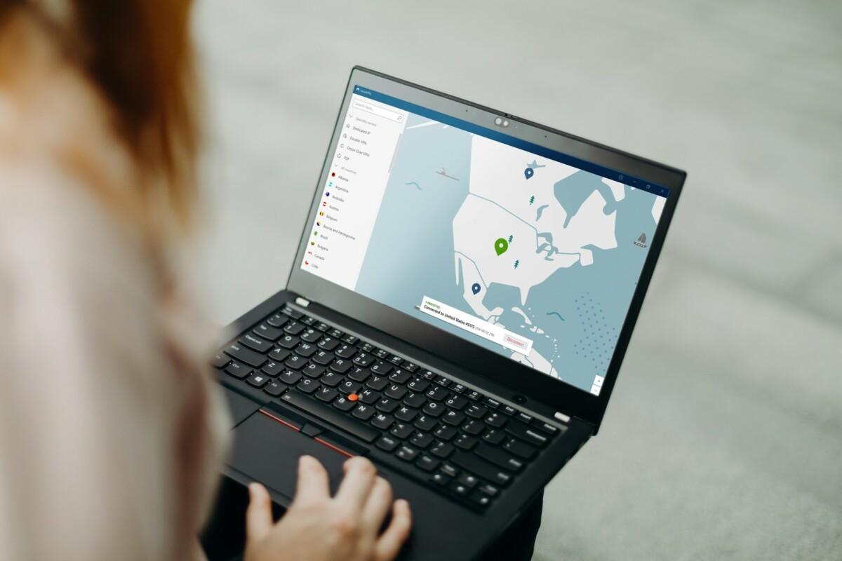 Besoin de délocaliser sa connexion aux États-Unis? Il suffit de cliquer sur le pays sur la carte du monde de l'application pour se connecter à un serveur en un clic.