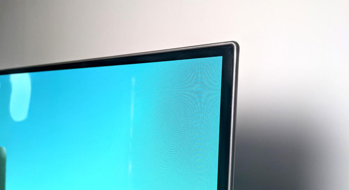 Des bordures d'écrans assez classiques, mais le choix des matériaux est bon