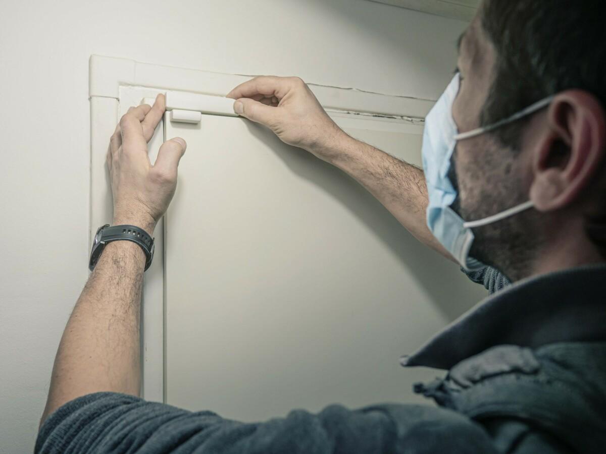 Avec la Maison Protégée d'Orange, un technicien se déplace gratuitement à votre domicile afin d'installer le matériel de surveillance et de sécurité de manière optimale.