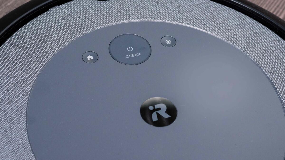 Les commandes de l'aspirateur robot iRobot Roomba i3+