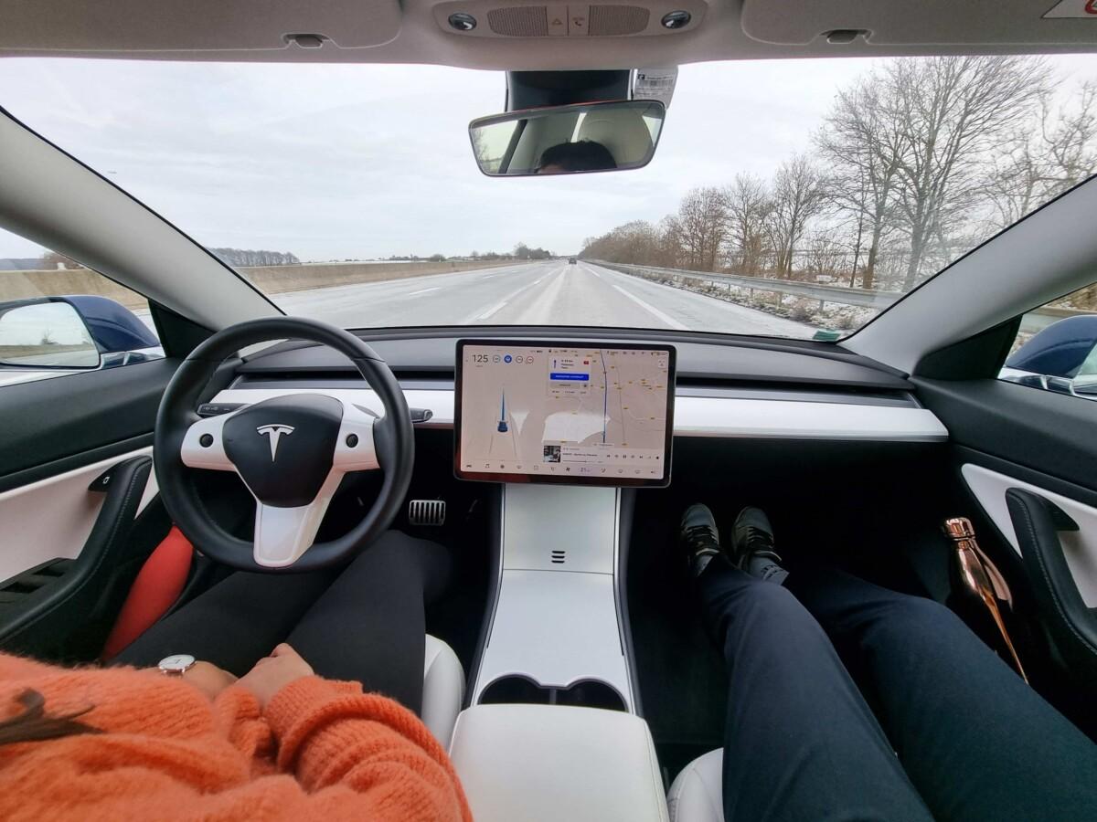 Tesla Model3 en Navigation Autopilot
