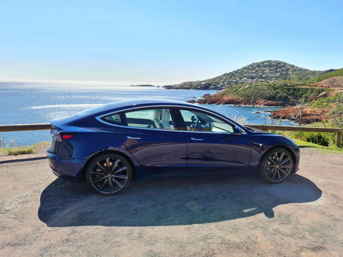 La Tesla Model 3 dans le massif de l'Esterel