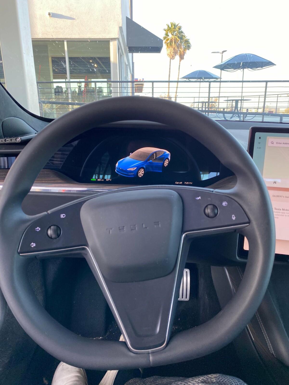 Pas de volant yoke pour cette Model S Plaid