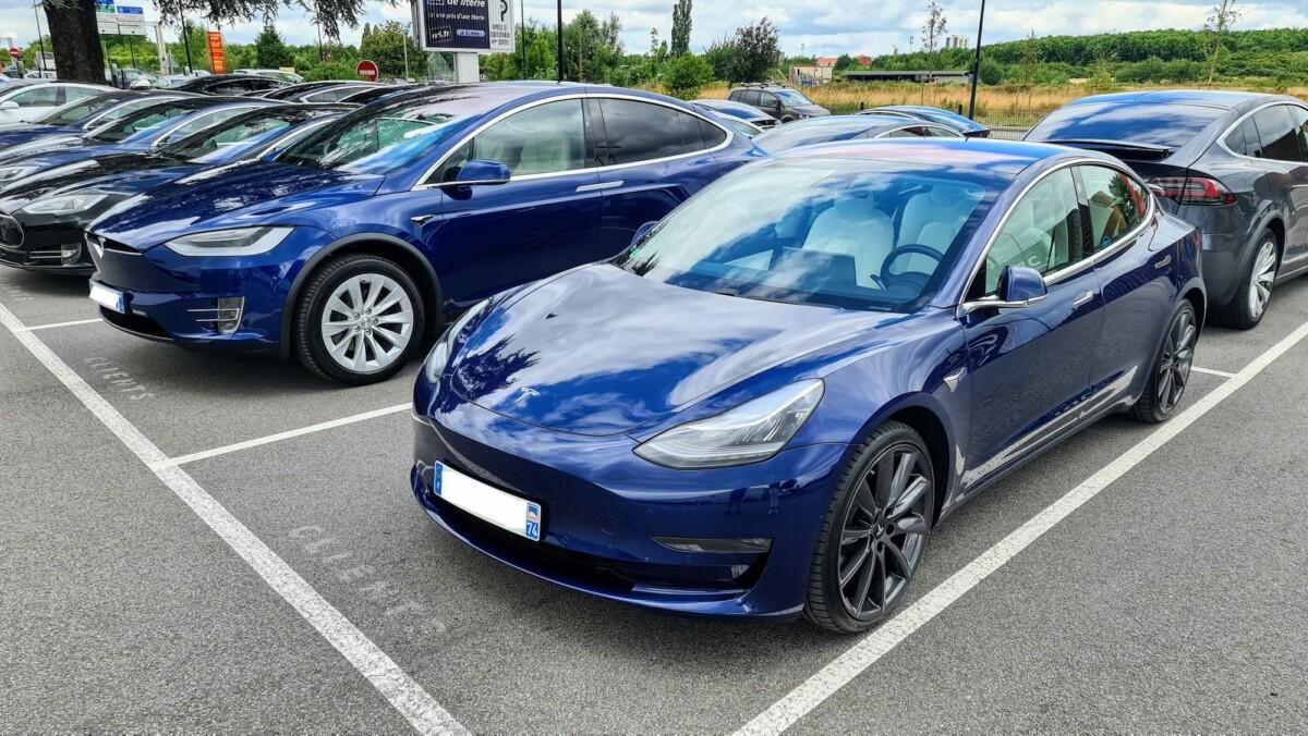 Le parking de Tesla Chambourcy, lieu de livraison en région Parisienne