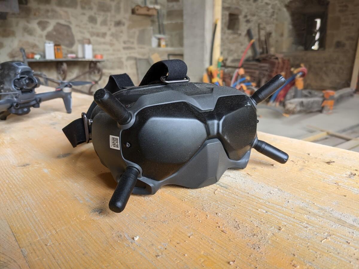 Le casque du DJI FPV ressemble plus à un masque qu'à un casque