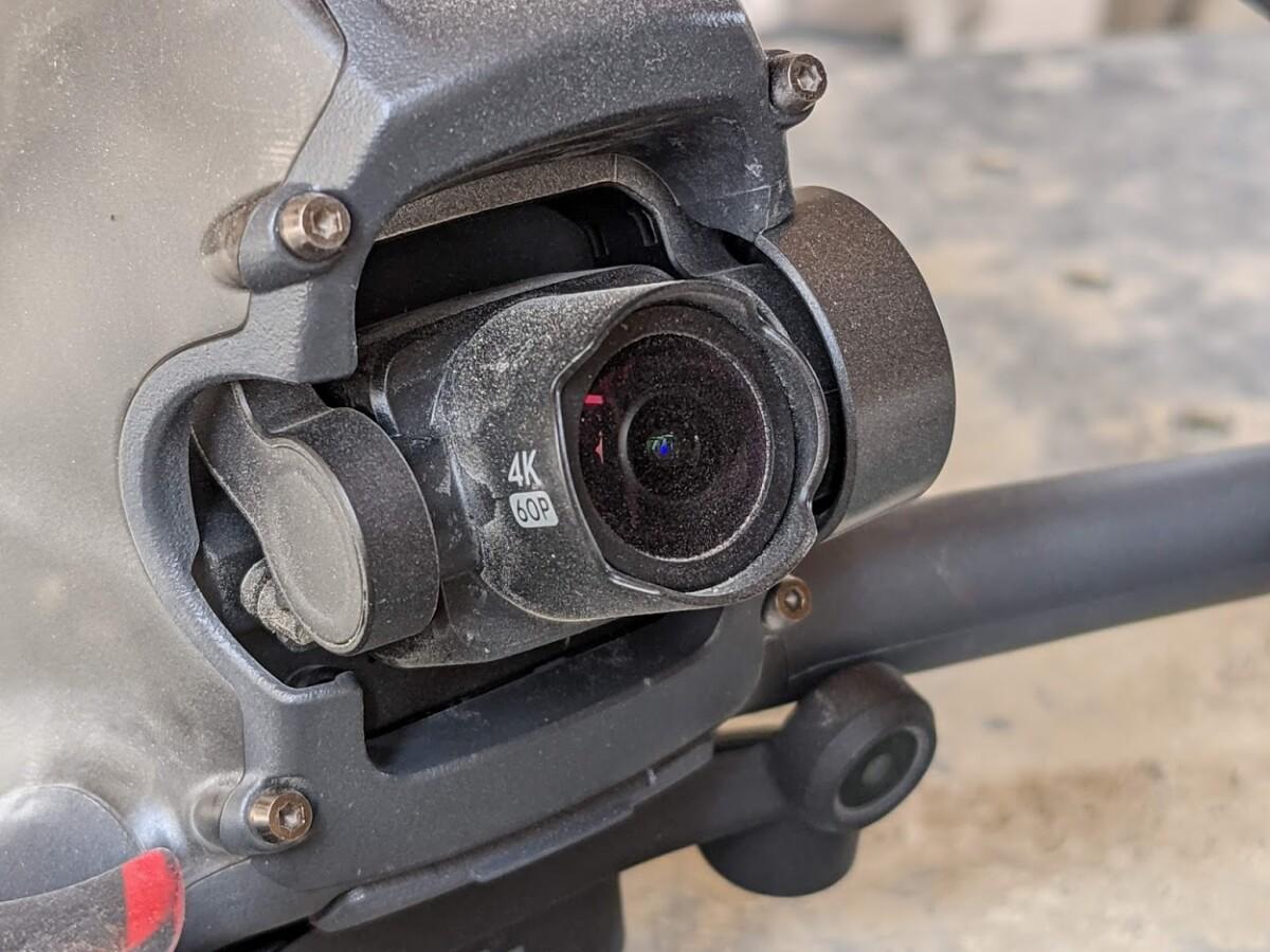 La nacelle-caméra après un vol poussiéreux
