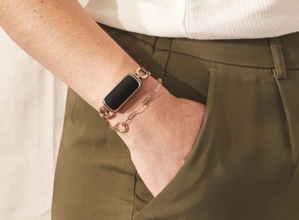 Le Fitbit Luxe avec bracelet gorjana