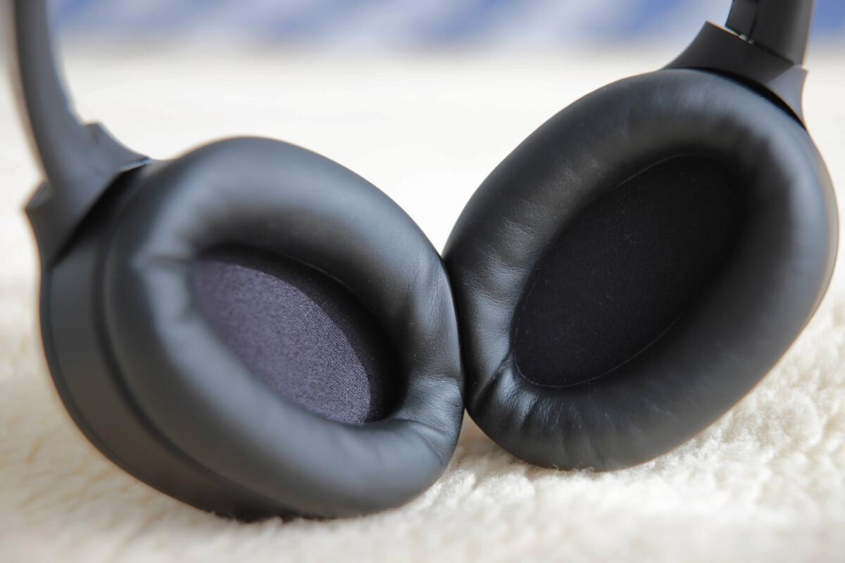 L'épaisse mousse acoustique qui tapisse les coques du casque contribue certainement à l'excellente isolation phonique