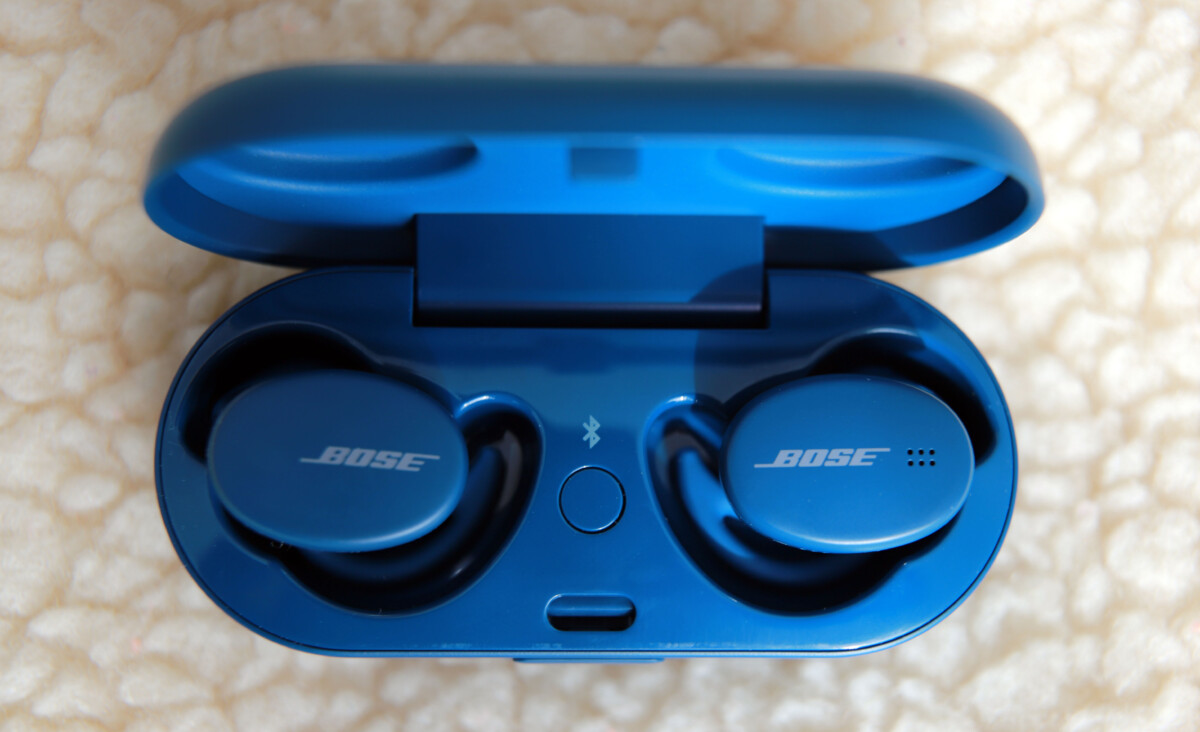 Les écouteurs Bose Sport Earbuds dans leur boîtier