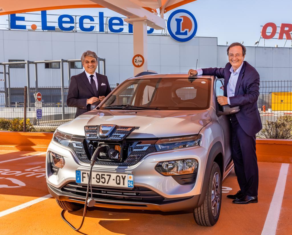 Michel-Edouard Leclerc qui annonce l'arrivée de la Dacia Spring à son catalogue