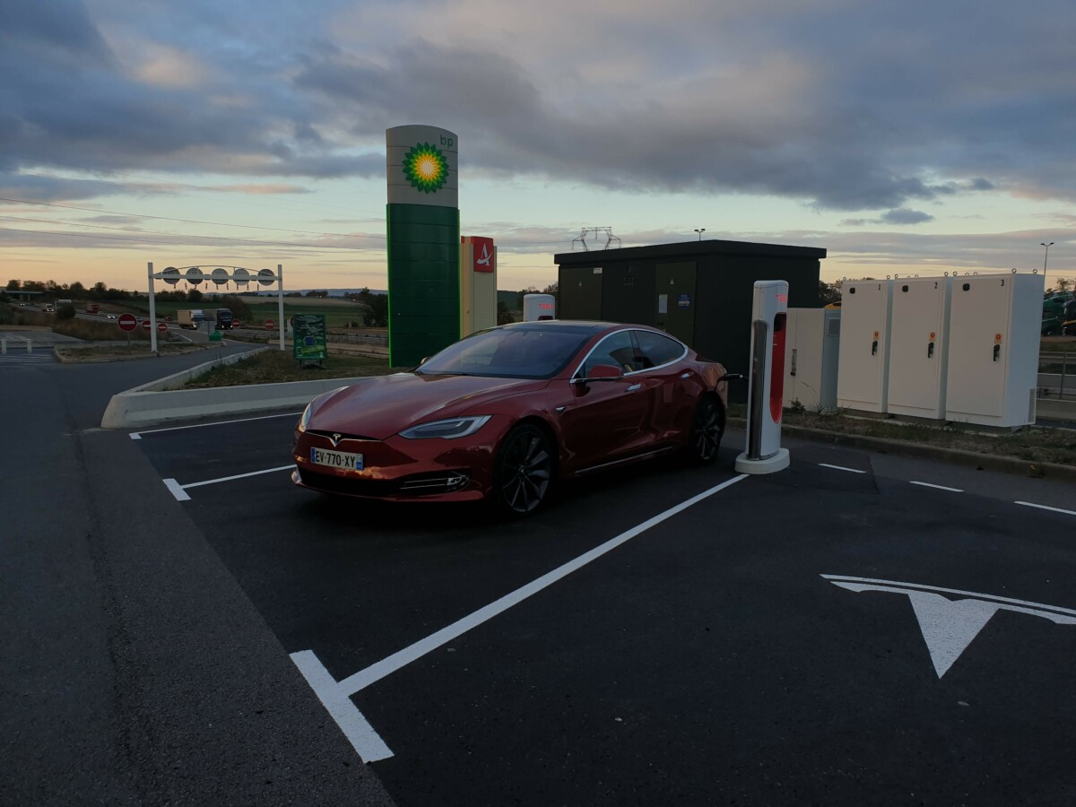 A Tesla Model S in Supercharge