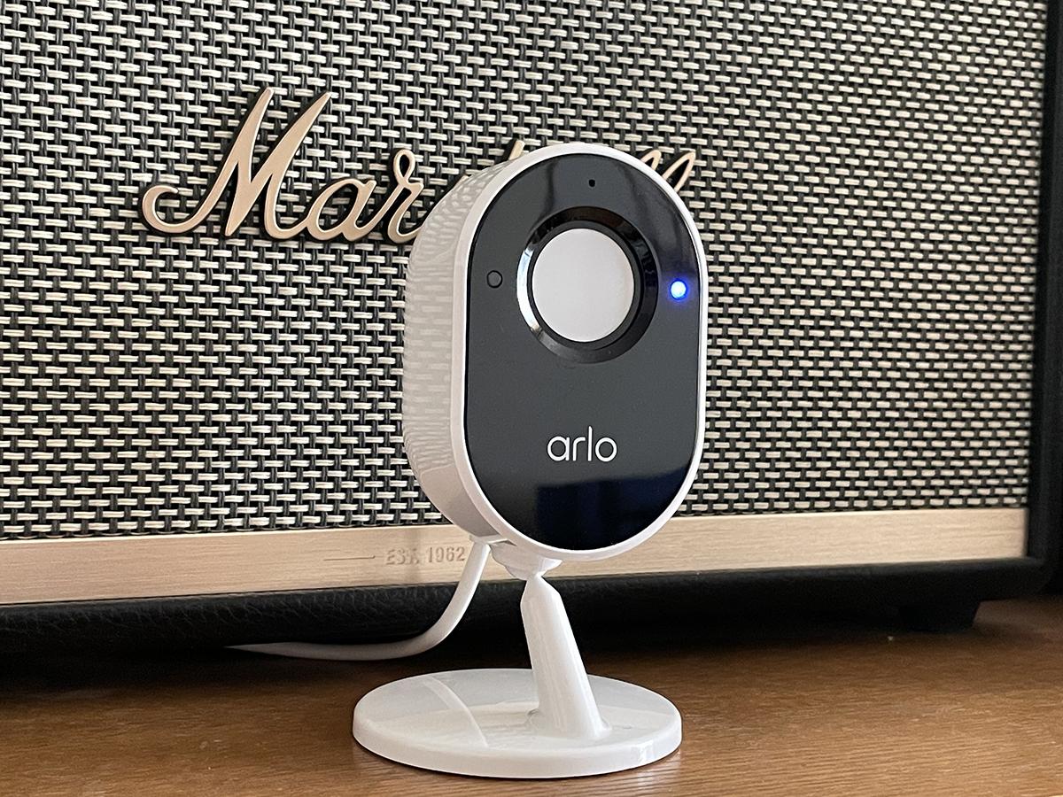 L'Arlo Essential Indoor dispose d'un capot de protection de vie privée pour le capteur
