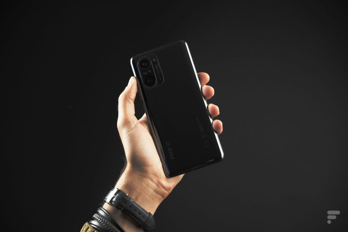 Le Xiaomi Poco F3 vu de dos