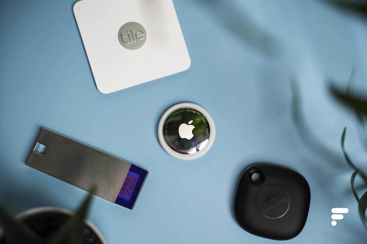 L'Apple AirTag, le Samsung Galaxy SmartTag, le Tile Slim2016 et le Wistiki Voilà!