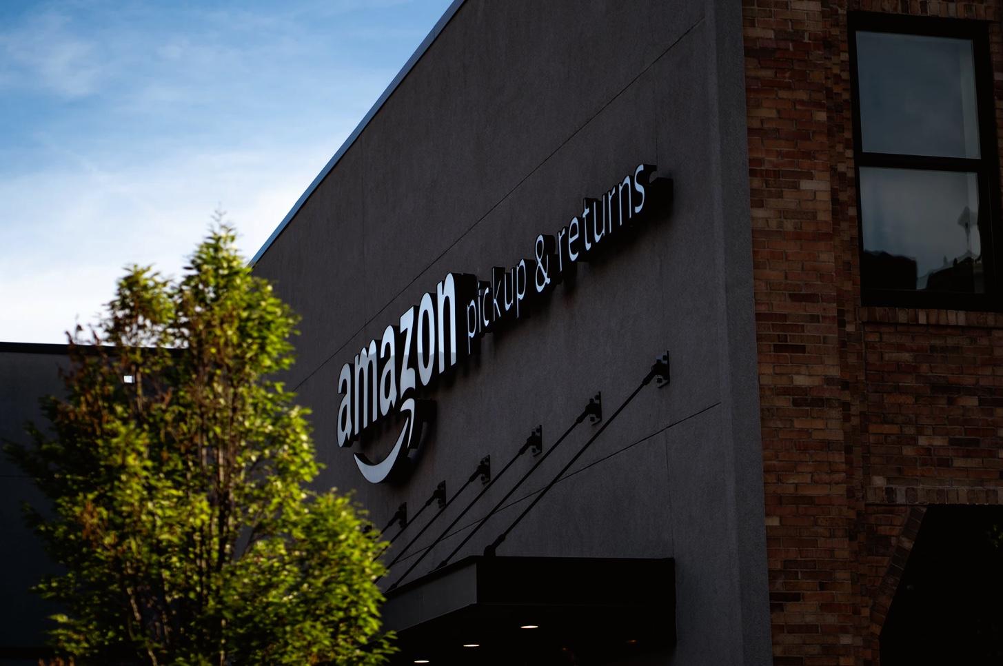 amazon logo - Amazon devra montrer patte blanche outre-Atlantique