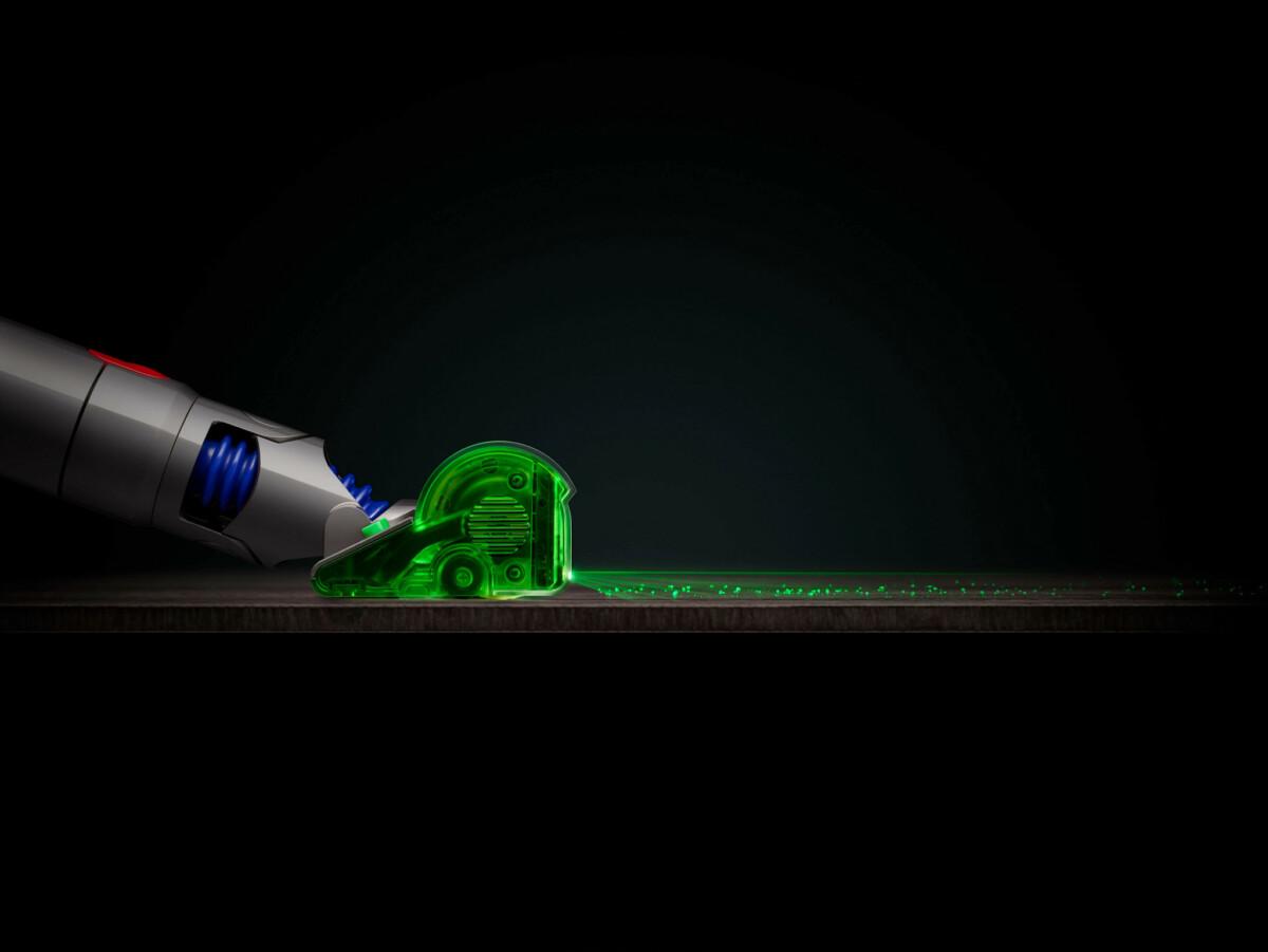 Le laser vert est positionné dans la brosse pour éclairer les particules