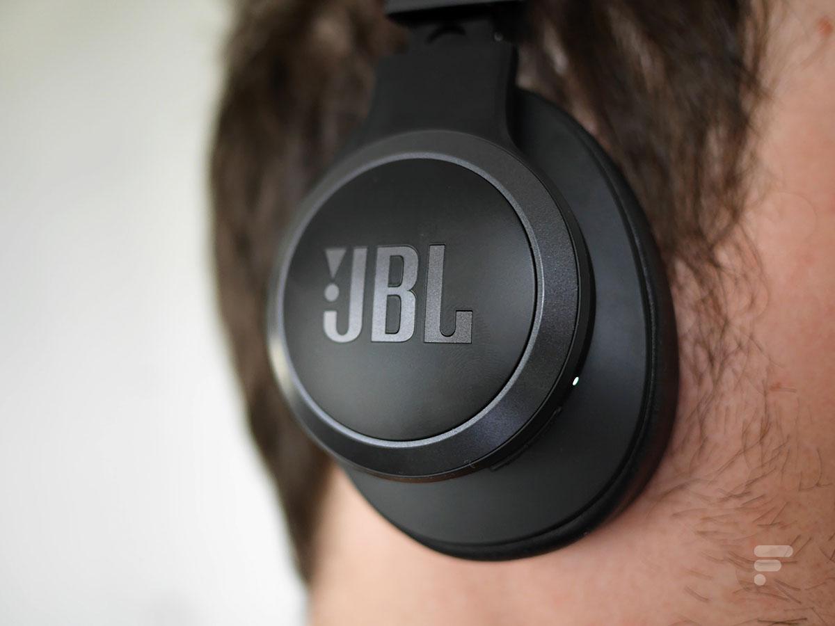 Le JBL live 660NC a tendance à serrer les oreilles