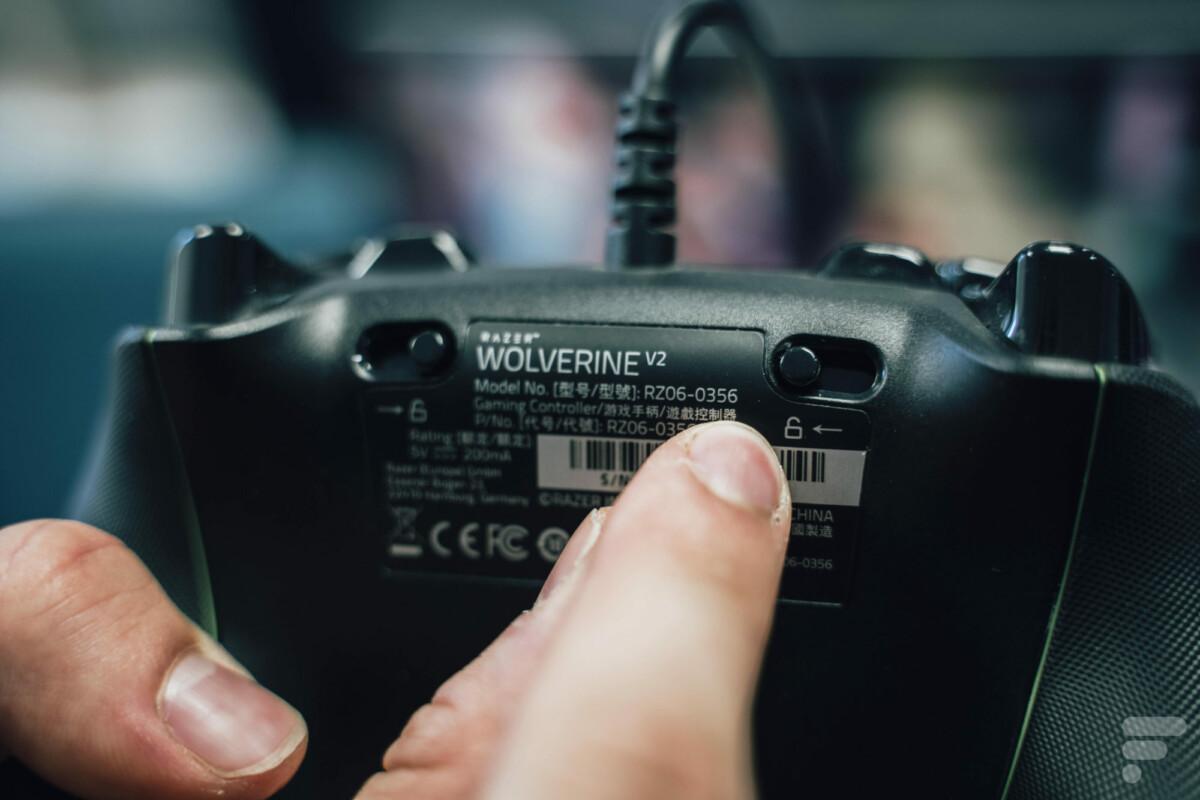 À l'arrière de la Razer WolverineV2, on peut choisir la longueur de course des gâchettes