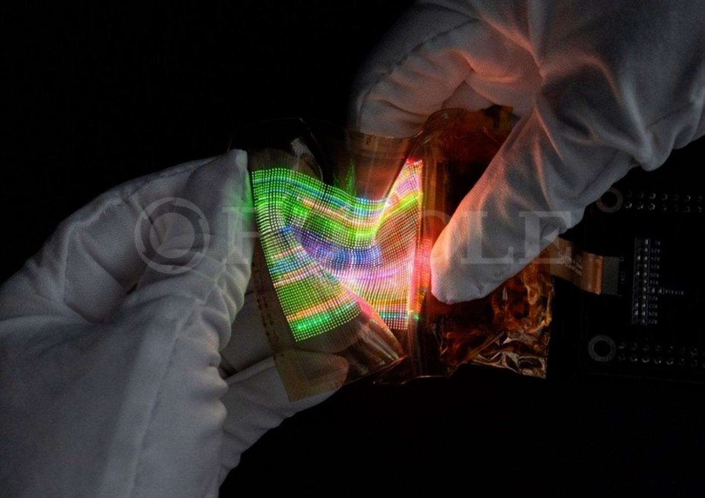 Encore plus loin : Royole montre un écran MicroLED étirable et façonnable