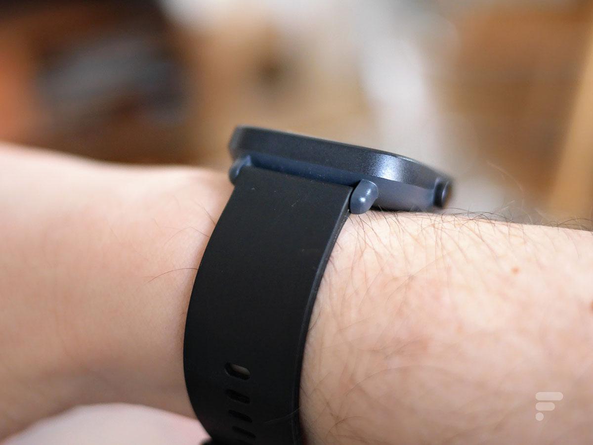 La montre Amazfit Bip U Pro au poignet
