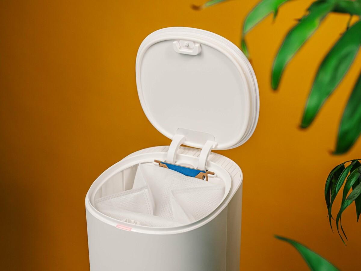 Le sac a une contenance de 2,5 litres. On le change tous les mois environ, une fois qu'il est plein.