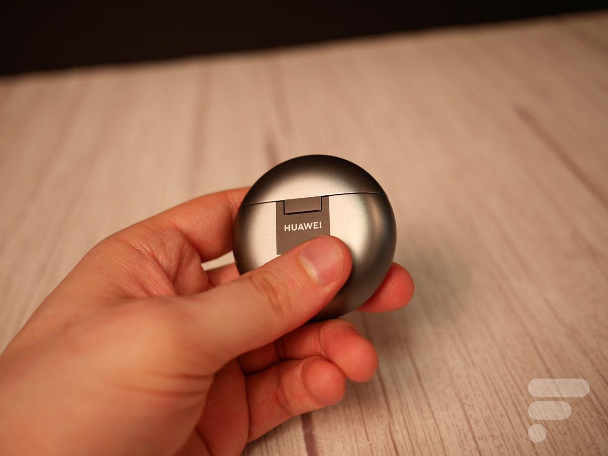 Le boîtier des Huawei FreeBuds 4