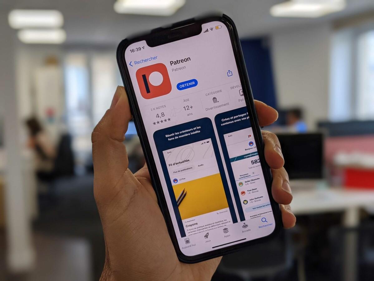 Un iPhone affichant la page App Store de Patreon