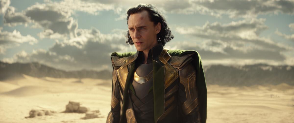 Tom Hiddleston est Loki dans la nouvelle série Marvel