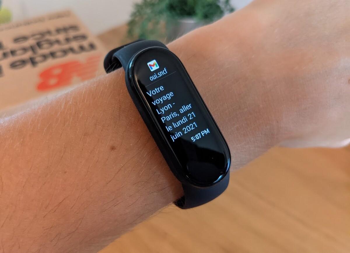 Le bracelet peut être utilisé pour lire ses notifications